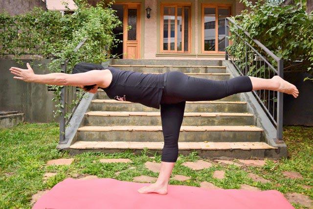 Natiê Yoga - Virabhadrasana III